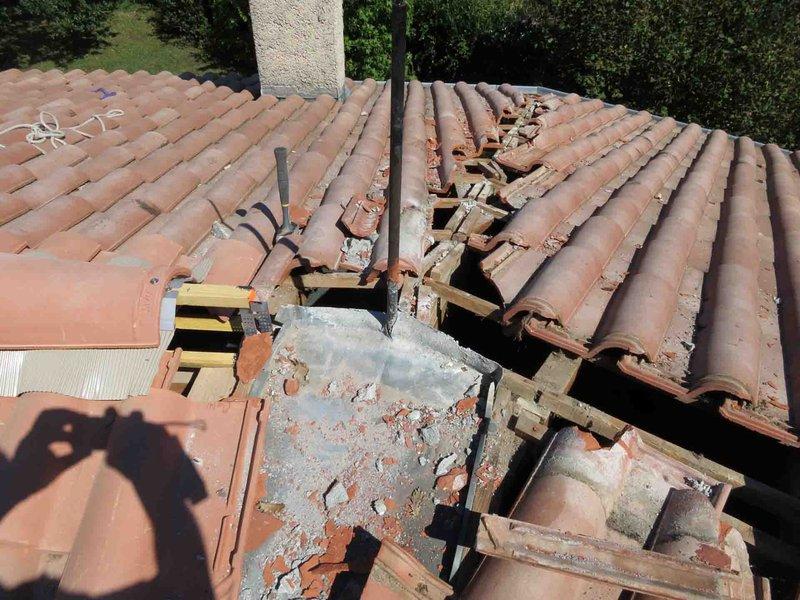 intervention sur fuite de toiture sur le secteur de marseille une quipe de couvreurs. Black Bedroom Furniture Sets. Home Design Ideas